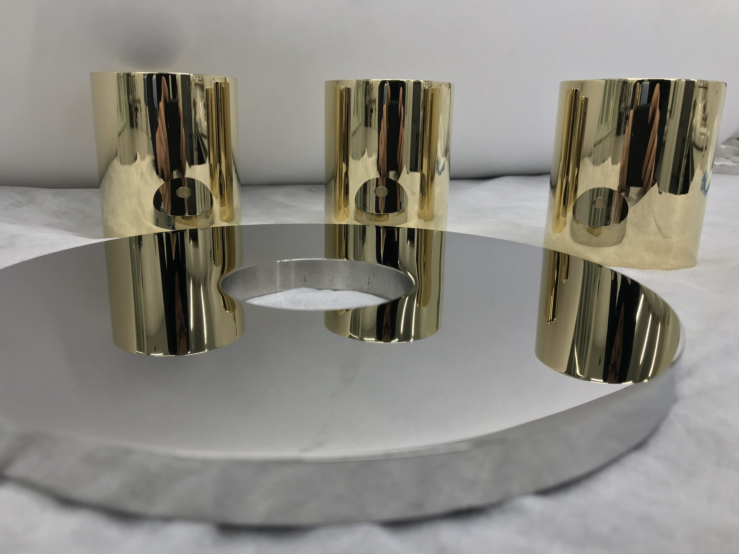Messing und Edelstahl hochglanzpoliert spiegelpoliert